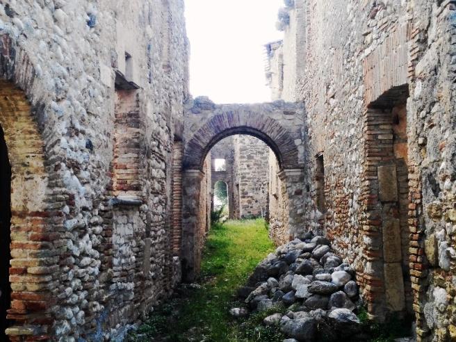 La strada principale del borgo di Stazzano