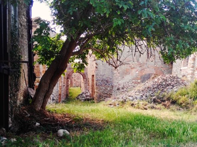 L'entrata nel borgo abbandonato di Stazzano
